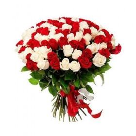 Букет из красных и белых роз 75 шт код 1079