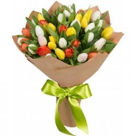 Букет из разноцветных тюльпанов 35 шт. код 1060